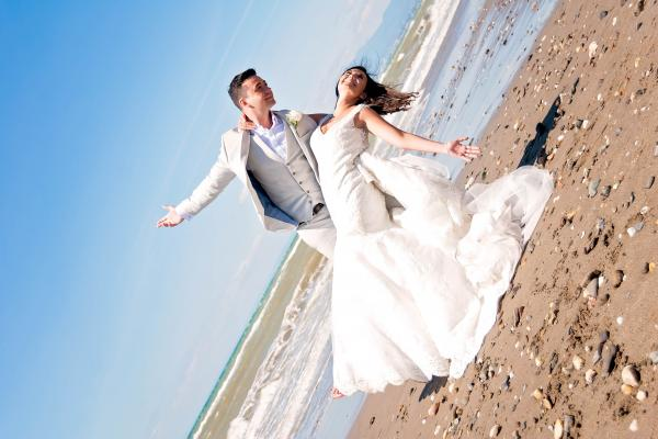 Looking at the pros and cons of a wedding ceremony abroad